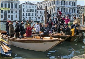 Brindisi Vénitien de Bonne Année sur le Grand Canal de Venise.