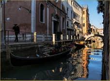 Gondoles dans les reflets du rio de San Felice