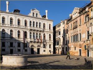 Le Campo Santa Maria Formosa, l'un de ses puits et les palais Ruzzini Priuli et Donà, dans le Sestier du Castello à Venise.