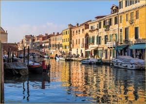 Le rio de San Girolamo-Ormesini et la Fondamenta degli Ormesini, dans le Sestier du Cannaregio à Venise.