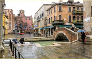 Les Couleurs de la Pluie sur le joli Campo Santa Maria Nova, dans le Sestier du Cannaregio à Venise.