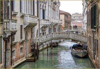 Les Ponts Cappello, Canonica et le pont des Soupirs sur le Rio de Palazzo o de la Canonica à Venise.