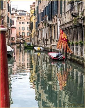 Le Rio dei Santi Apostoli et le pont San Canzian, dans le Sestier du Cannaregio à Venise.