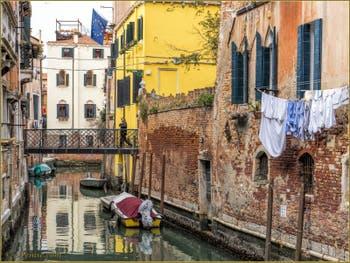 Le Rio di San Martin-Arco et le pont de l'Arco, dans le Sestier du Castello à Venise.
