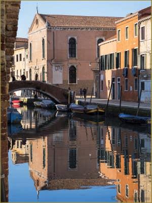 La Scuola dei Mercanti sur le Rio de la Madona de l'Orto, dans le Sestier du Cannaregio à Venise.