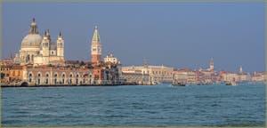 Le Canal de la Giudecca, la Salute, Saint-Marc et le Palais des Doges à Venise.