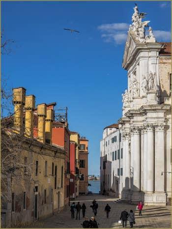 Le Campo dei Gesuiti avec l'hôpital dei Crociferi et l'église dei Gesuiti, dans le Sestier du Cannaregio à Venise.