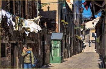 Lessive au Vent Calle Larga,  dans le Sestier du Cannaregio à Venise.