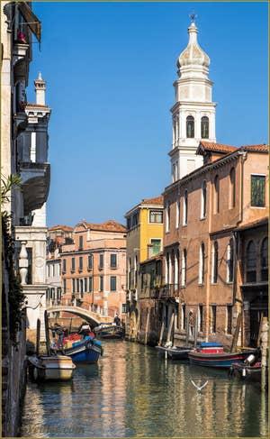 Le Rio, le Pont et le Campanile de Sant'Antonin, dans le Castello à Venise.