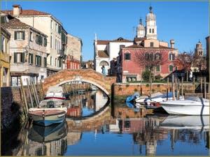 Le Rio di San Nicolo' Mendicoli, devant le pont de la Piova, dans le Dorsoduro à Venise.