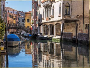 Le Rio de Santa Sofia Priuli et le Sotoportego de la Guerra, dans le Sestier du Cannaregio à Venise.