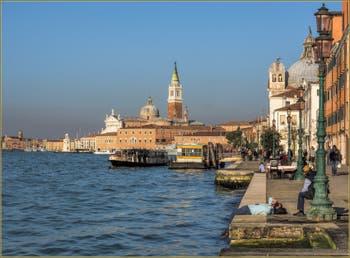 Dolce Vita Fondamenta de la Croce, devant l'église de le Zitelle, à la Giudecca à Venise.
