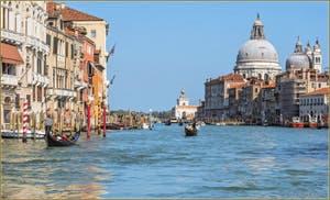 Le Grand Canal de Venise, au fond, l'église de la Madona de la Salute et la Dogana da Mar.