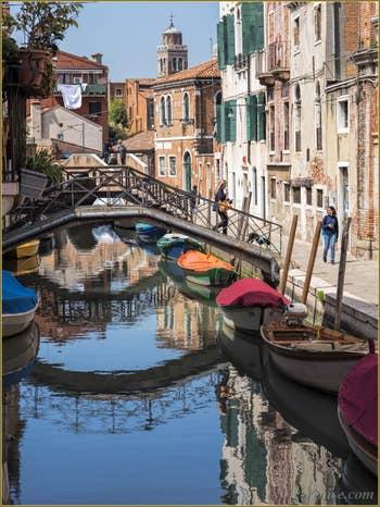 Le Pont Corteloto et le Rio dei Ognissanti, dans le Sestier du Dorsoduro à Venise.