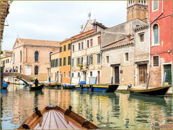 Le Rio et le pont de la Madona de l'Orto, dans le Sestier du Cannaregio à Venise.