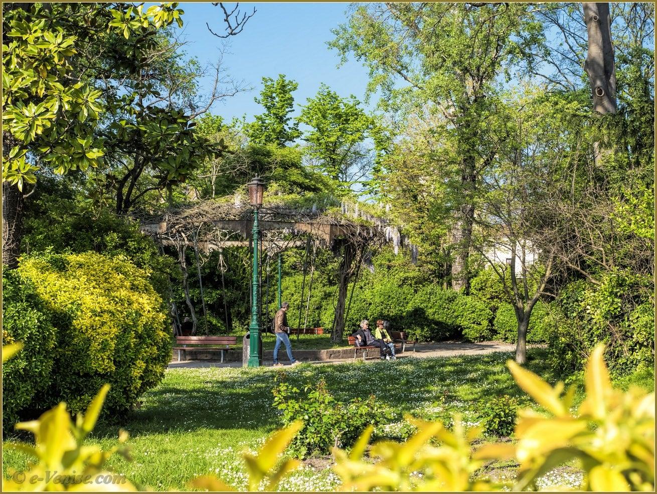 Le printemps aux giardini biennale venise e for Giardini a venise