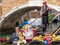 Mariés en Gondole Rio dei Miracoli à Venise