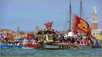 Le Cortège des bateaux à la Fête de la Sensa à Venise.