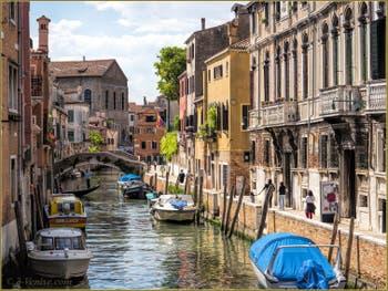 Le Rio de Santa Caterina et les Palazzi Zen, le long de la Fondamenta du même nom, dans le Cannaregio à Venise.