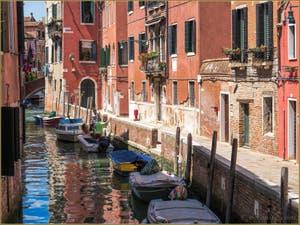 Le Rio et la Fondamenta dei Sartori, dans le Sestier du Cannaregio à Venise.