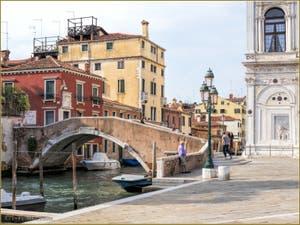 Le pont Cavallo et la Scuola San Marco, dans le Sestier du Castello à Venise.