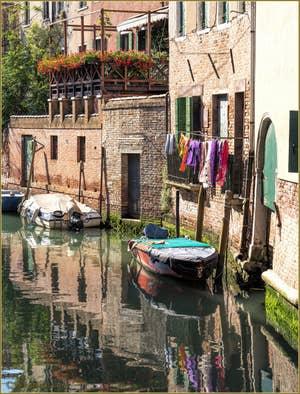 Les couleurs du Rio San Francesco de la Vigna, dans le Sestier du Castello à Venise.