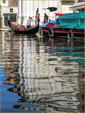 Reflets sur le Rio de San Barnaba, dans le Dorsoduro à Venise.