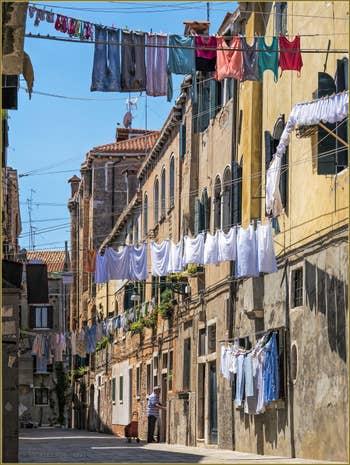 Lessive en Guirlandes Piscina San Martin, dans le Sestier du Castello à Venise.