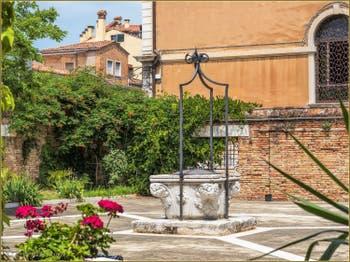 Le Puits du couvent Santa Giustina, dans le Sestier du Castello à Venise.