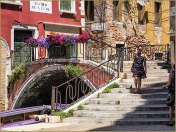 Le Pont de la Chiesa et le Campo San Cassan, dans le Sestier de San Polo à Venise.