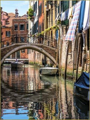 Le Pont et le Rio dei Scudi Santa Ternita, dans le Sestier du Castello à Venise.
