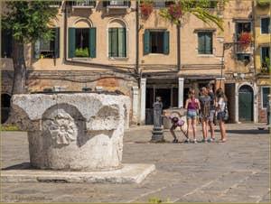 Puits et Fontaine au Ghetto de Venise, dans le Sestier du Cannaregio à Venise.
