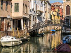 Les doux reflets du Rio del Pestrin Paradiso, dans le Sestier du Cannaregio à Venise.