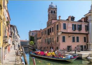 Les Couleurs du Rio de Santa Fosca, le long de la Fondamenta Vendramin, dans le Sestier du Cannaregio à Venise.
