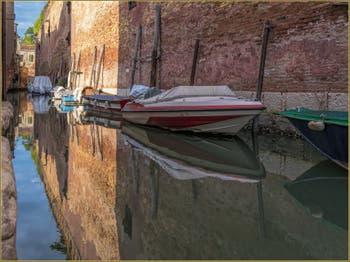 Sérénité sur le Rio de le Gorne, dans le Sestier du Castello à Venise.