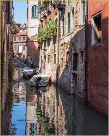 Le pont Storto sur le Rio de San Zaninovo, dans le Sestier du Castello à Venise.