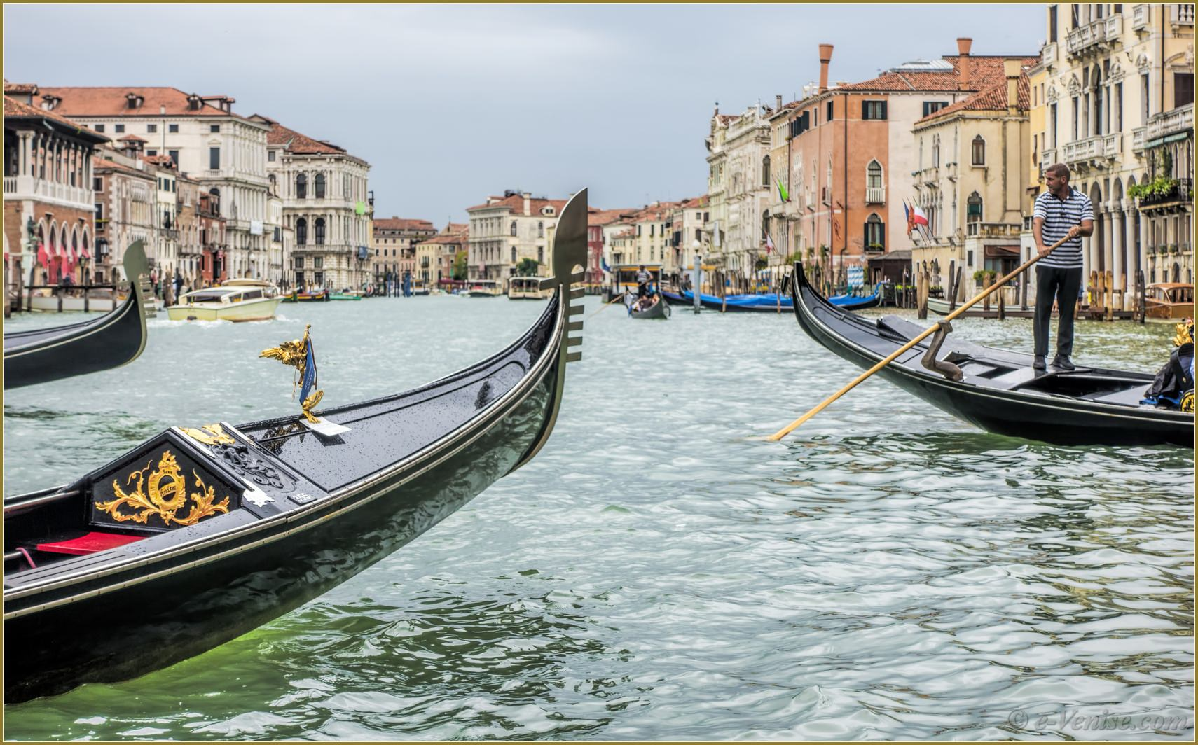 gondoles sur le grand canal de venise e. Black Bedroom Furniture Sets. Home Design Ideas