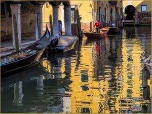 Sandolo sur le Rio Priuli, dans le Sestier du Cannaregio à Venise
