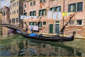 Gondole Rio de Santa Anna, dans le Sestier du Castello à Venise.