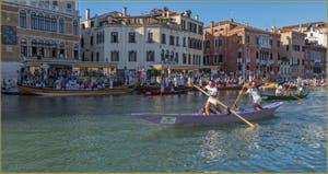 Régate féminine des Mascarete à la Regata Storica, la Régate Historique de Venise.
