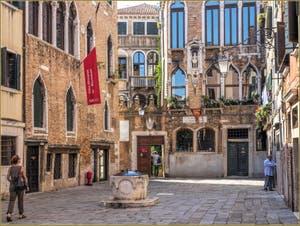 Le Campiello de Santa Maria Nova, son puits et ses palais, dans le Sestier du Cannaregio à Venise.