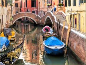 Gondole au Paradis sur le Rio del Mondo Novo, dans le Sestier du Castello à Venise.