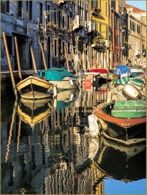 Tableau-Miroir, Rio de San Barnaba, dans le Sestier du Dorsoduro à Venise.