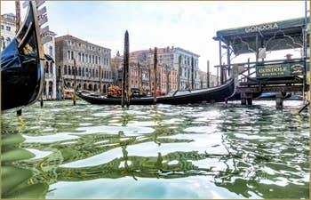 Gondoles Riva del Vin sur le Grand Canal de Venise
