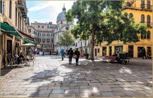 Tout le charme du Campo Santa Maria Nova et de l'église dei Miracoli, dans le Cannaregio à Venise.