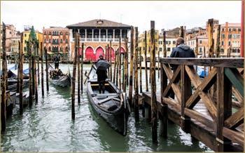 Le Traghetto de Santa Sofia et la Pescaria sur le Grand Canal de Venise.