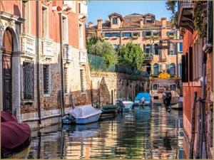 Soleil et Reflets sur le Rio di Sant'Andrea, dans le Cannaregio à Venise.