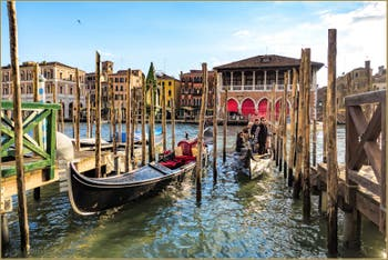 Le Grand Canal et le Traghetto Santa Sofia au Soleil de Venise.