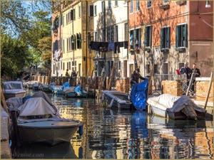 Vie Vénitienne Rio et Fondamenta de Sant'Isepo, dans le Sestier du Castello à Venise.