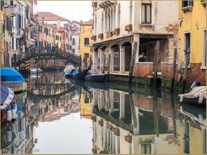Le Miroir du Rio Priuli Santa Sofia, dans le Sestier du Cannaregio à Venise.